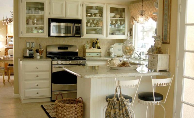 Дизайн маленькой кухни в прованском стиле 6