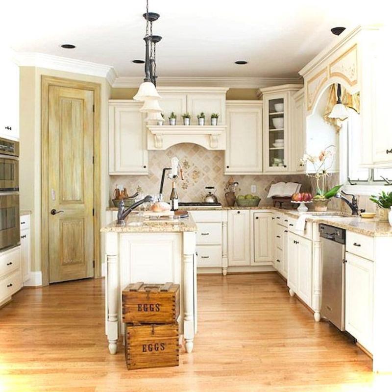 Маленькая кухня в стиле прованс 8