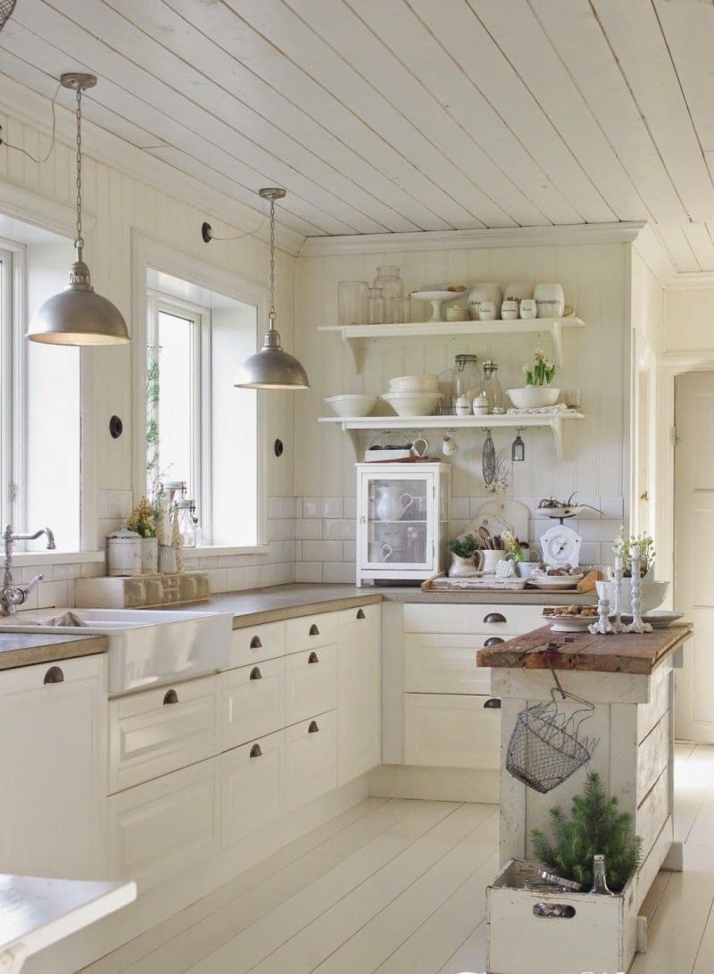 Маленькая кухня в стиле прованс 9