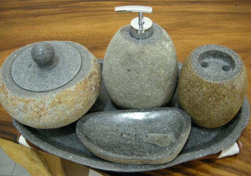 Ванные принадлежности из камня 2