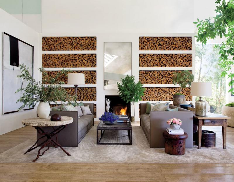 Дрова для камина в интерьере гостиной 1