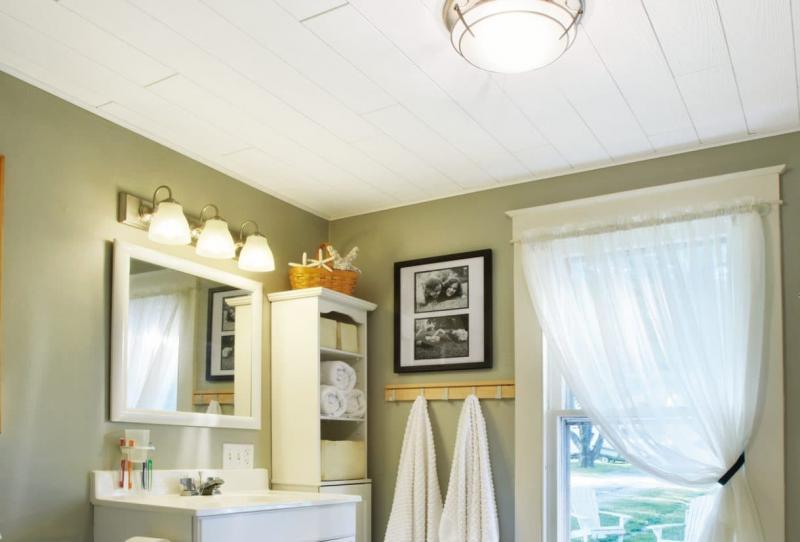 Деревянный потолок в ванной комнате 1