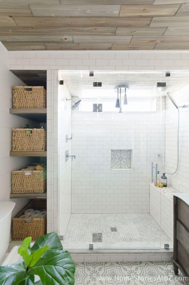 Деревянный потолок в ванной комнате 2