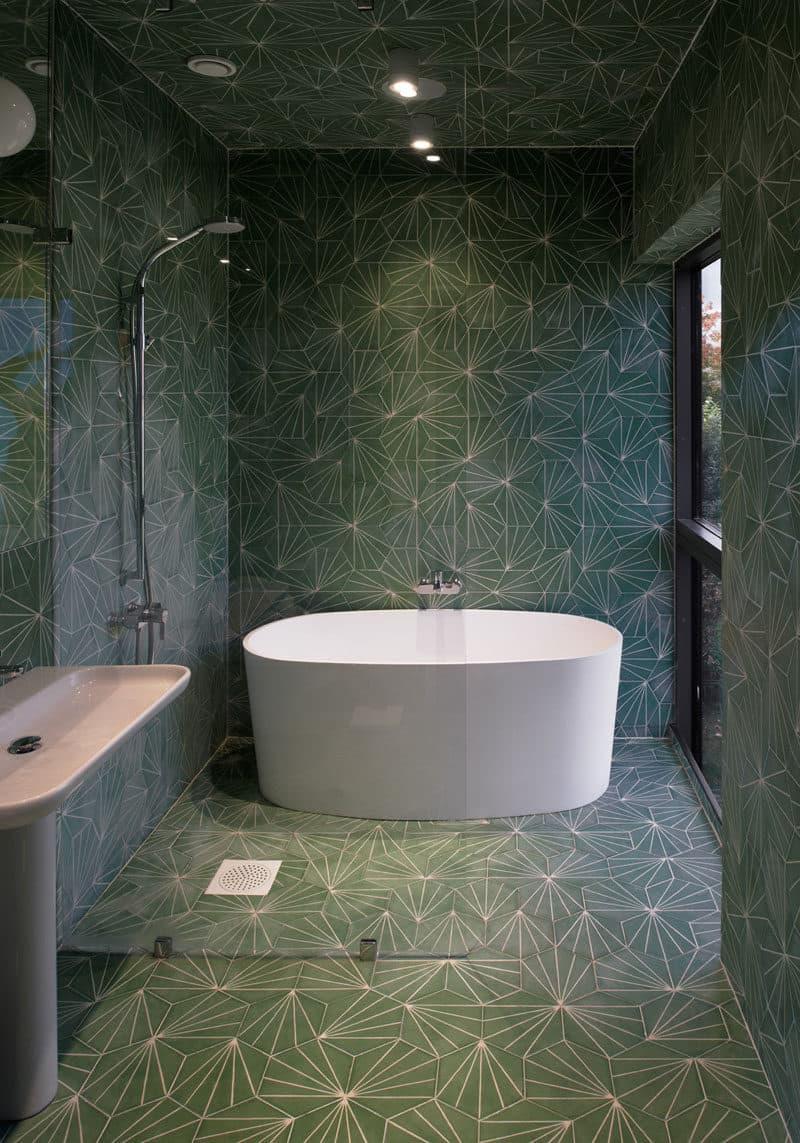 Кафельный потолок в ванной комнате 2