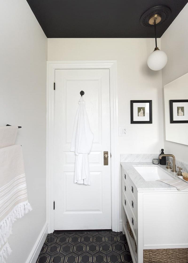 Крашенный потолок в ванной комнате 3