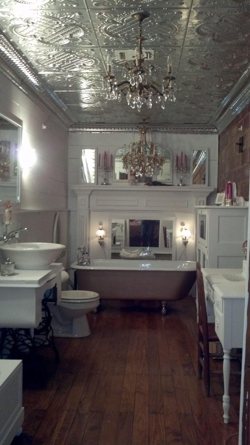 Металлический потолок в ванной комнате 1