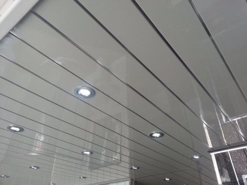 Пластиковый потолок в ванной комнате 1