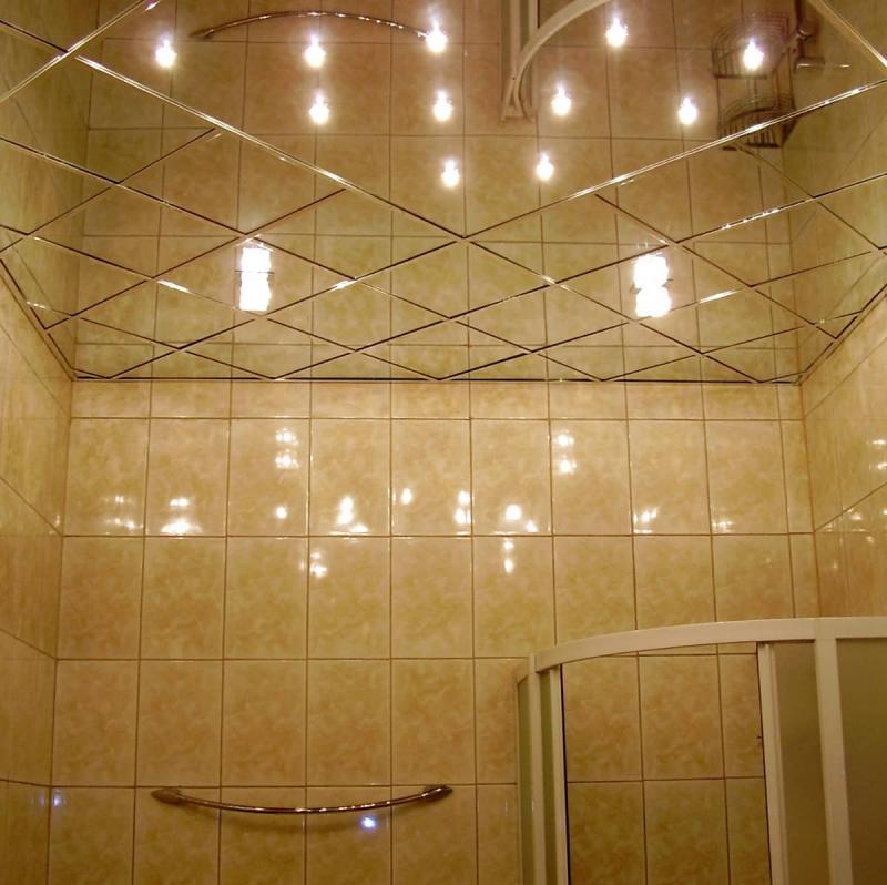Зеркальный потолок в ванной комнате 1