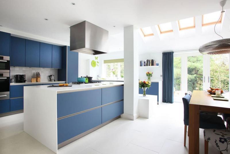 Кухонный гарнитур для куни 2019 двухцветный 2