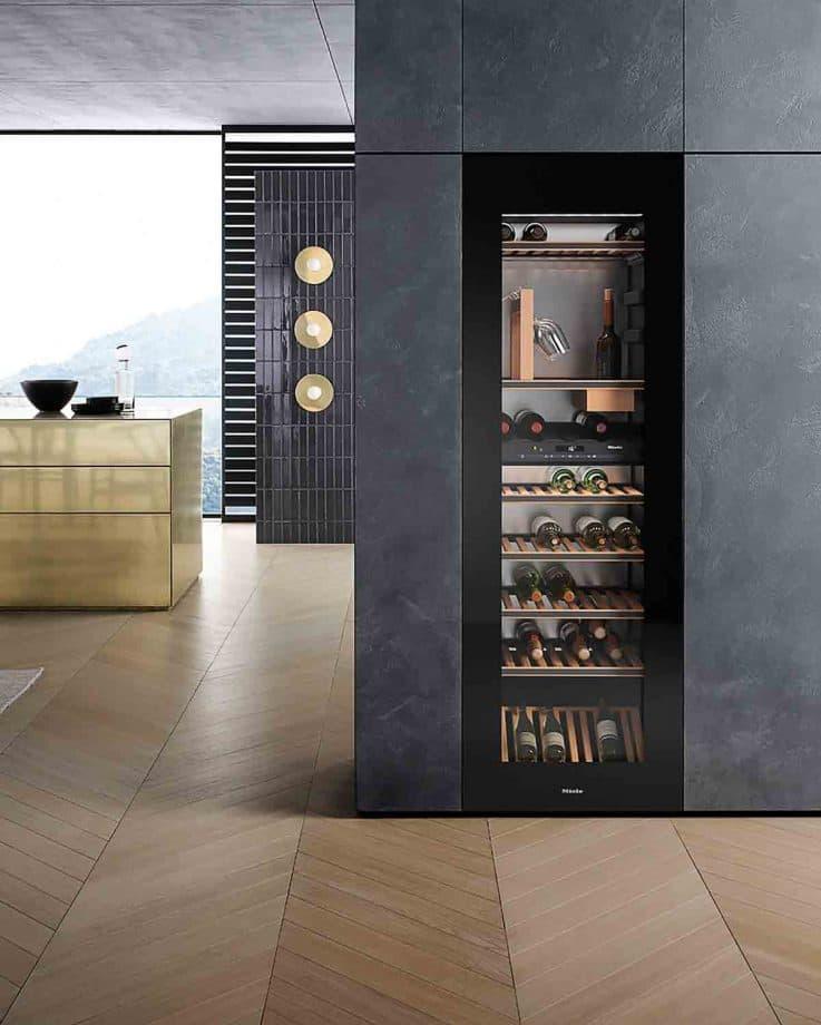 Высокий холодильник для кухни 2019 1