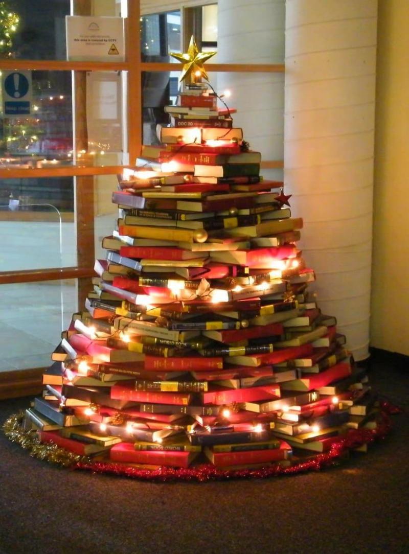 Новогодняя ёлка из книг 1