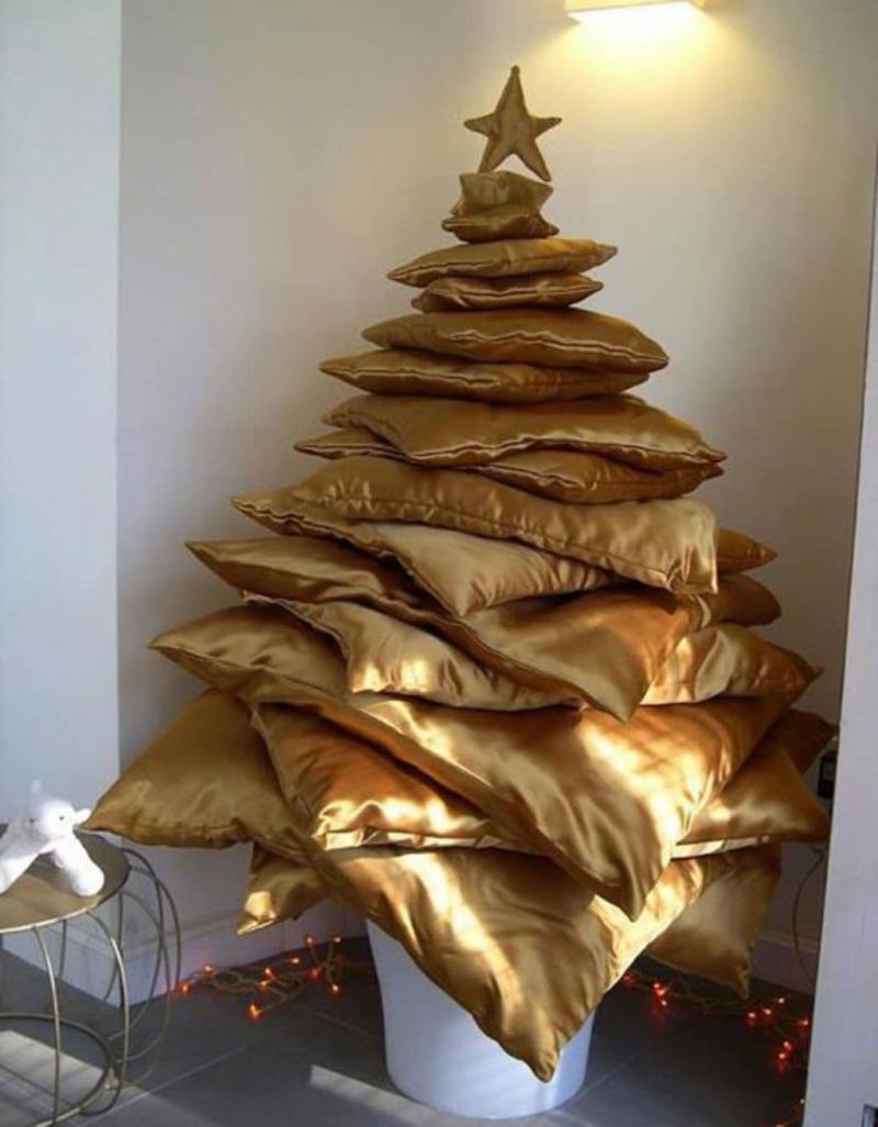 Новогодняя ёлка из подушек 1