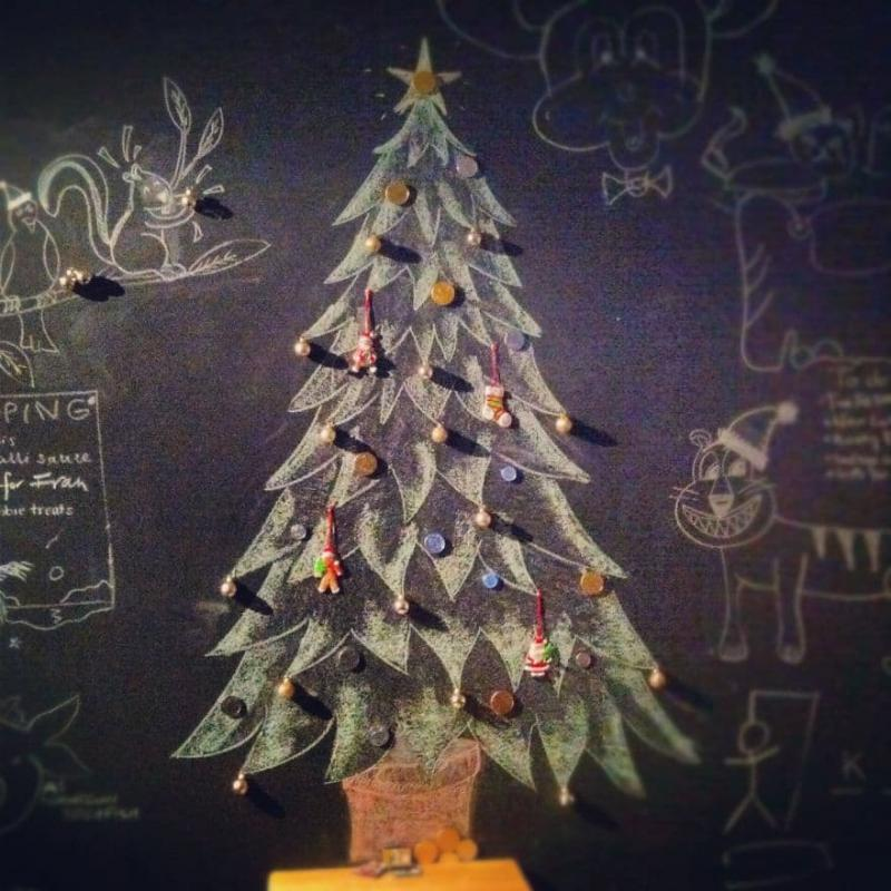 Новогодняя ёлка нарисованная 2
