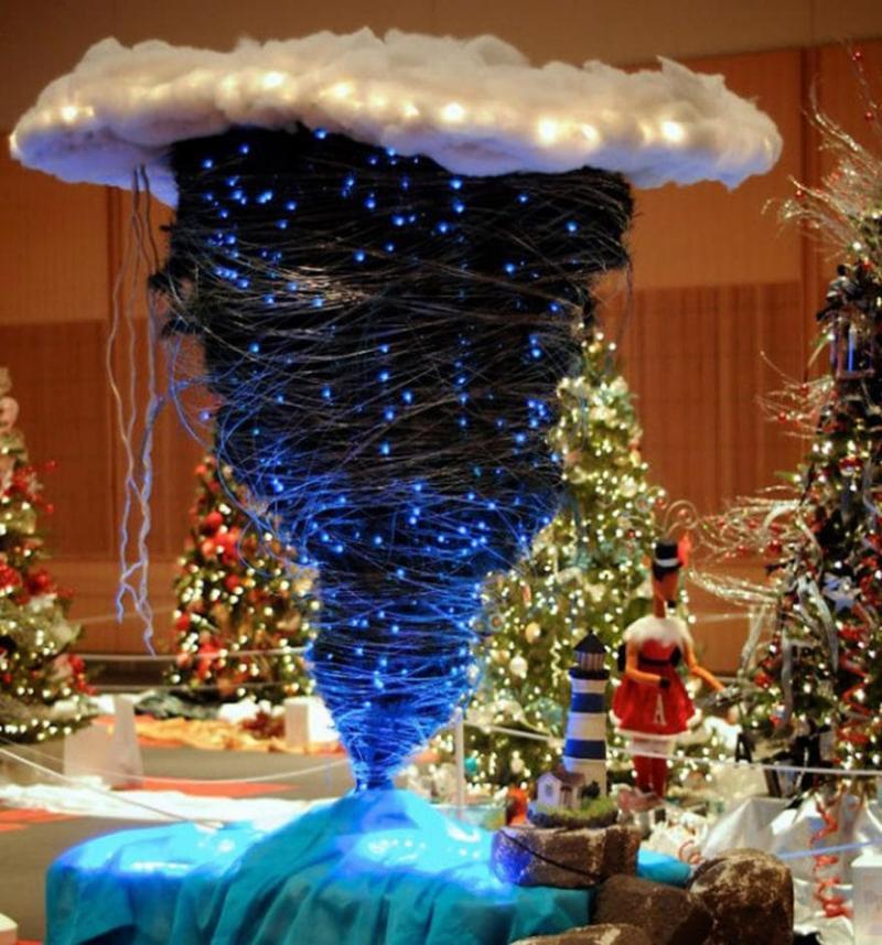 Новогодняя ёлка вверх тормашками 2