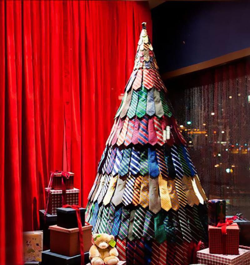Новогордняя ёлка из галстуков 1