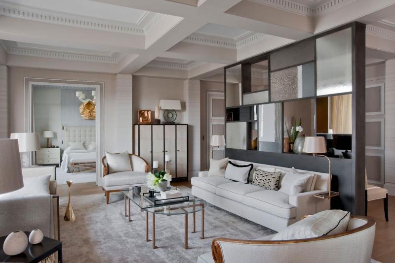 Зеркальные поверхности в гостиной 2019 1
