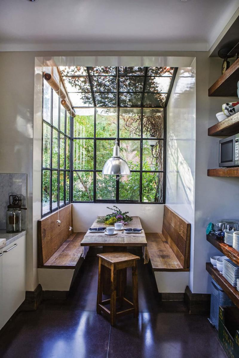 Обеденный стол на кухне 12 кв. м 4