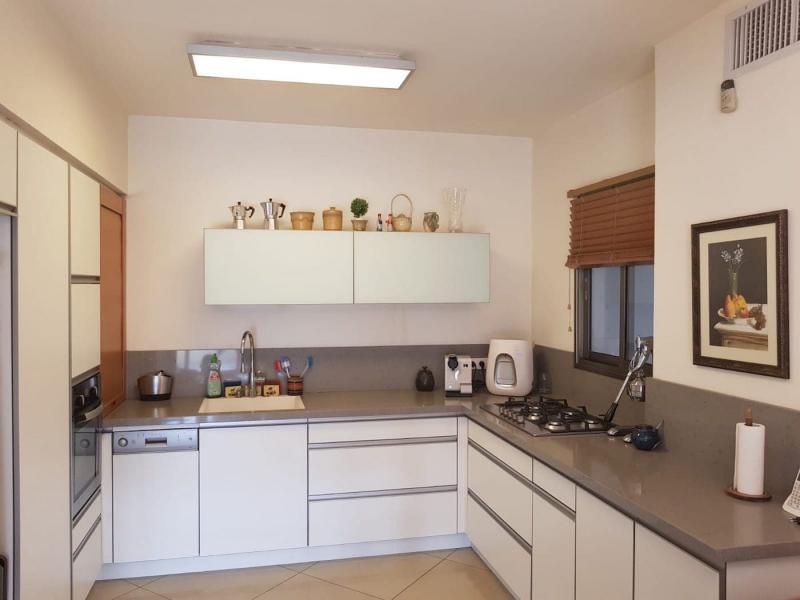 Столешница для кухни 12 кв. м 1