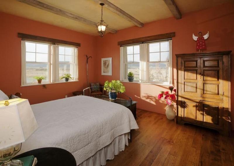 Интерьер спальни 2019 цвет оранжевый коричный