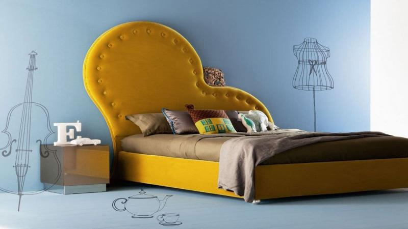 Кровать с необычным изголовьем 2
