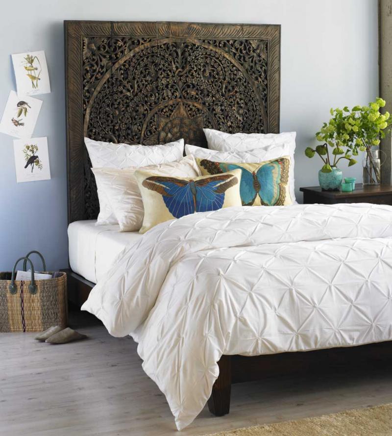 Кровать с необычным изголовьем 3