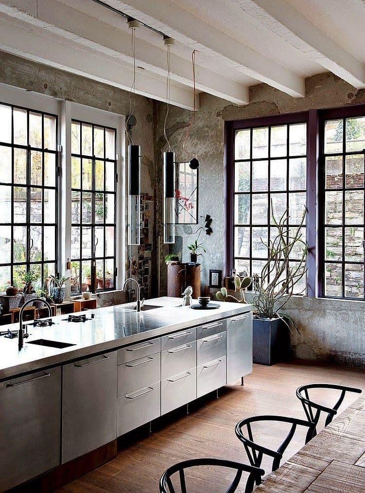 Окна на кухне в стиле лофт 1