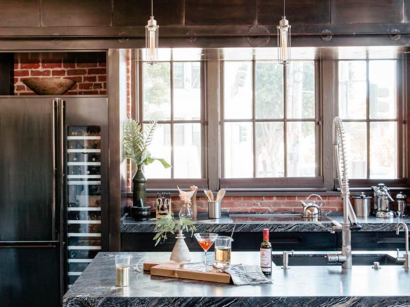 Окна на кухне в стиле лофт 3