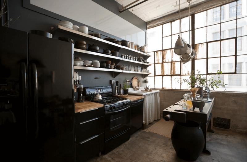 Окна на кухне в стиле лофт 4