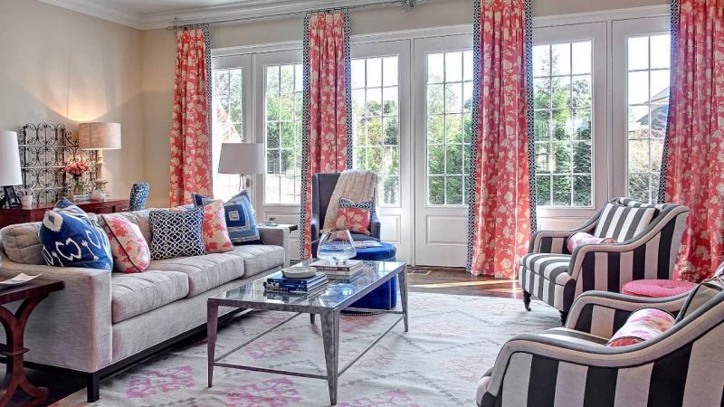 Тренды для штор в гостиную 2019 яркий цвет 4