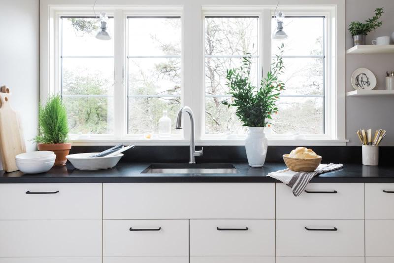 Окна на кухне в скандинавском стиле 1