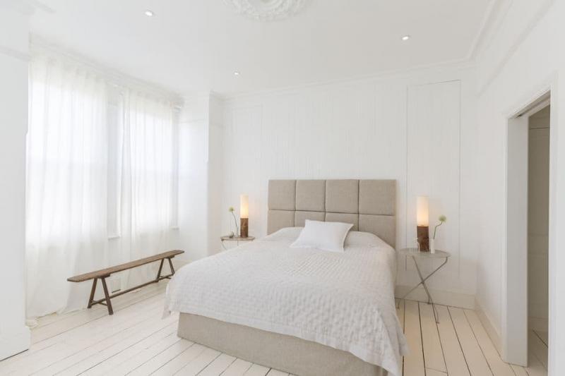Цвет для маленькой спальни белый 2