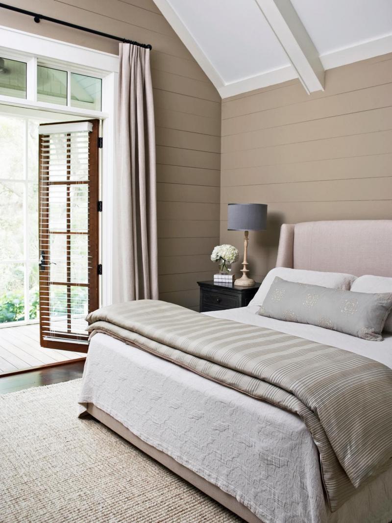 Цвет для маленькой спальни бежеый 1