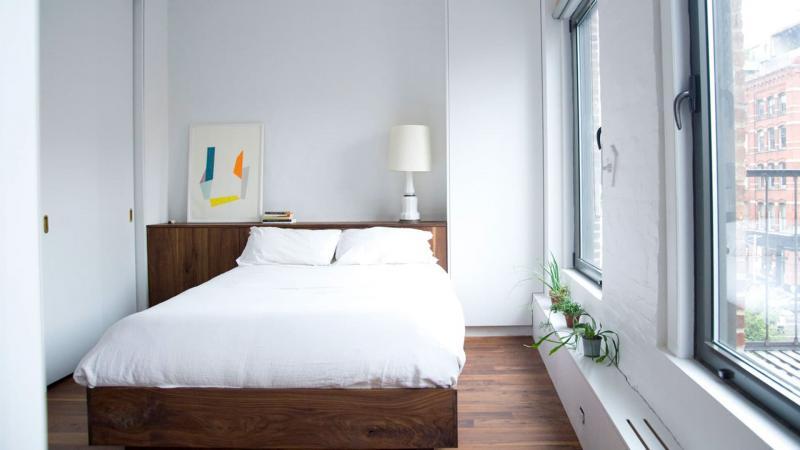 Кровать в маленькой спальне 1