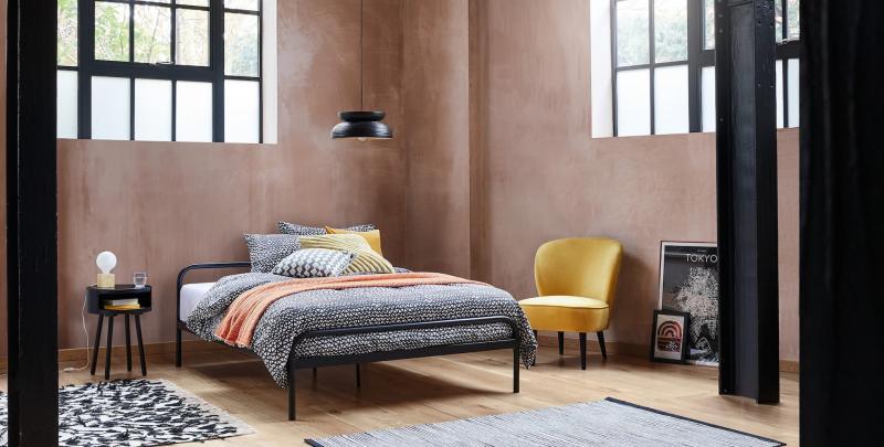 Кровать в маленькой спальне 3