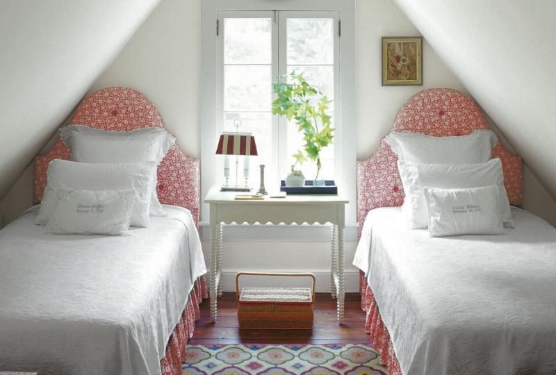 Кровать в маленькой спальне 6