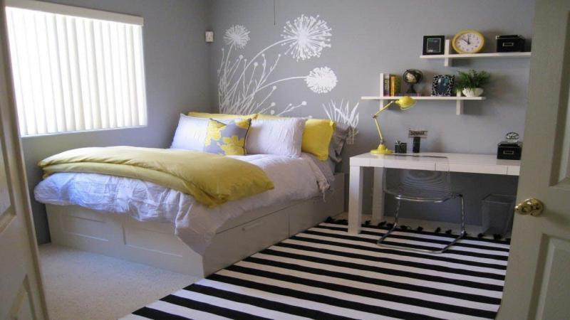 Письменный стол в маленькой спальне 1