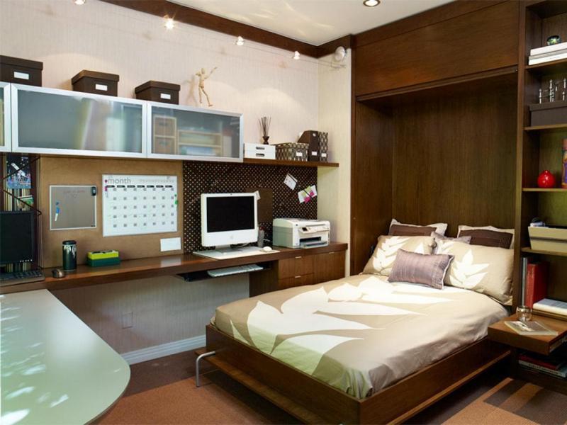 Письменный стол в маленькой спальне 6