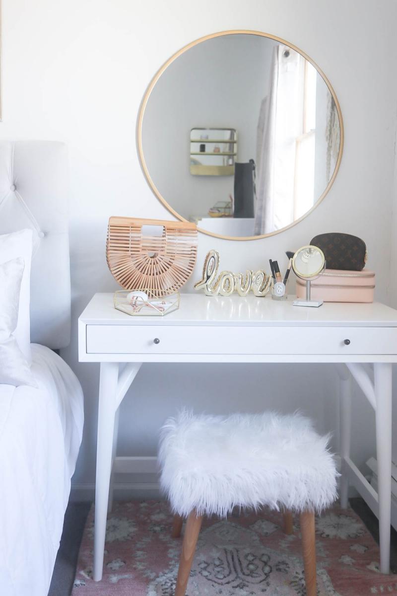 Туалетный столик в маленькой спальне 2