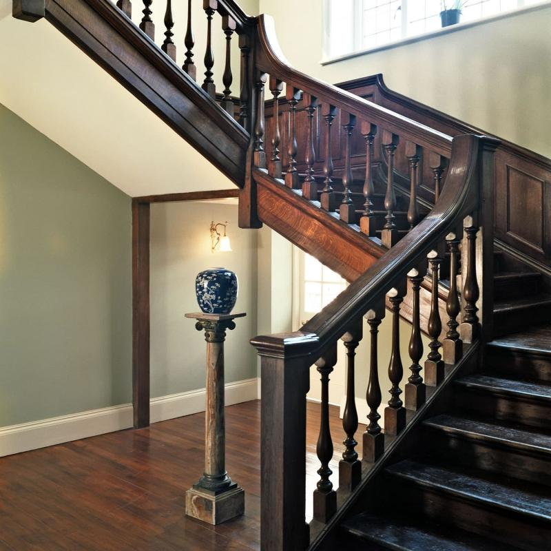 Балясины на лестницах на второй этаж 2