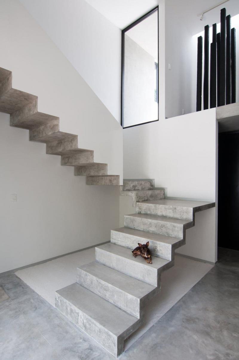 Бетонная лестница на второй этаж 2