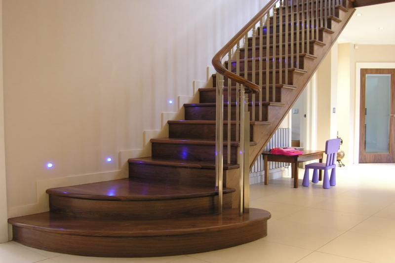 Деревянная лестница на второй этаж 4
