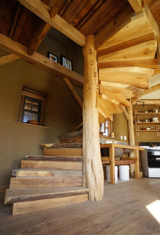 Деревянная лестница на второй этаж 6
