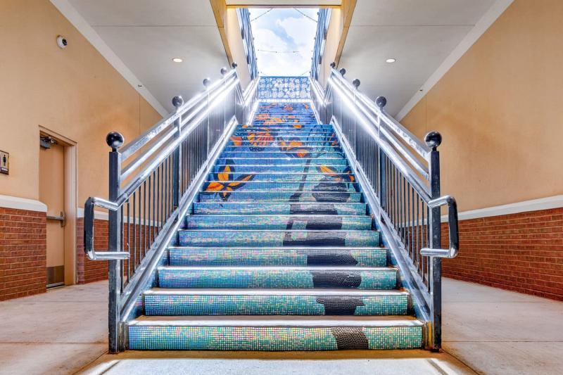 Креативный дизай лестницы на второй этаж 1