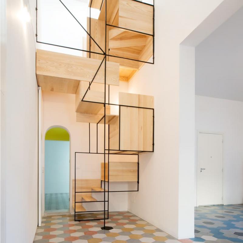 Креативный дизай лестницы на второй этаж 2