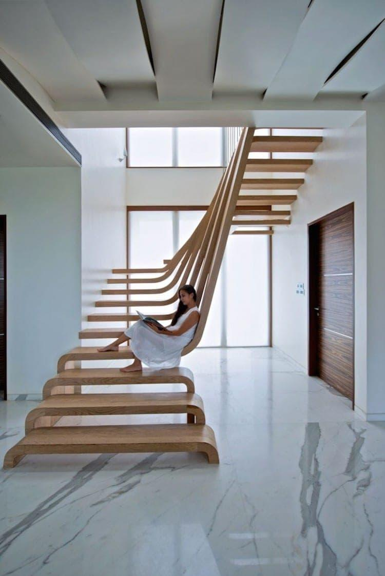 Креативный дизай лестницы на второй этаж 3