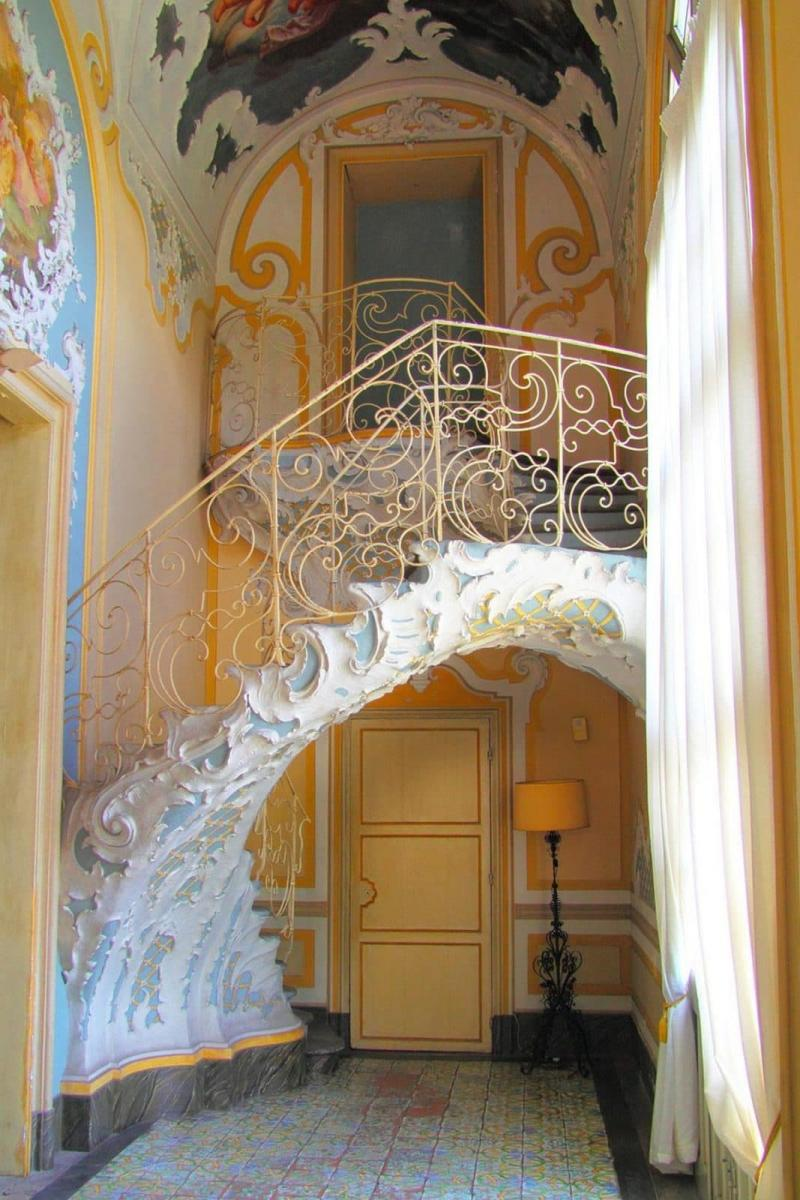 Креативный дизай лестницы на второй этаж 5