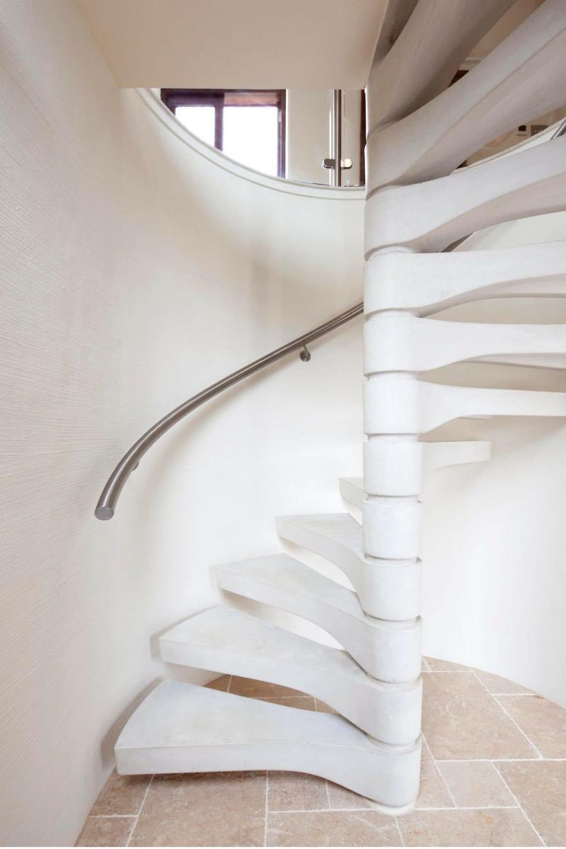 Креативный дизай лестницы на второй этаж 6