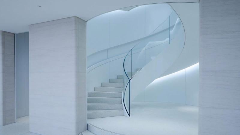 Лестница на второй этаж из камня 2