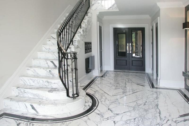 Лестница на второй этаж из камня 3