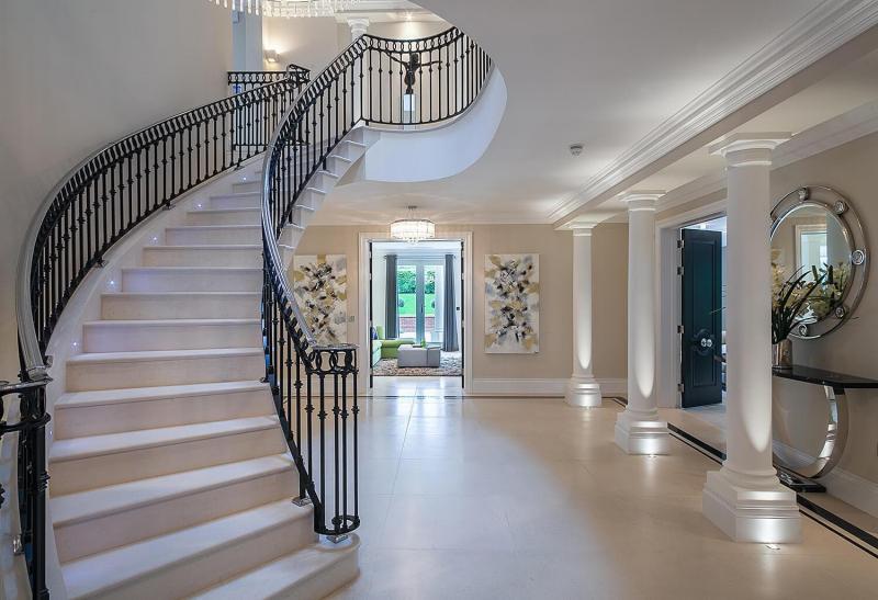 Лестница на второй этаж из камня 4
